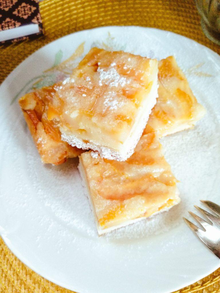 Saldžiarūgštis svarainių pyragas